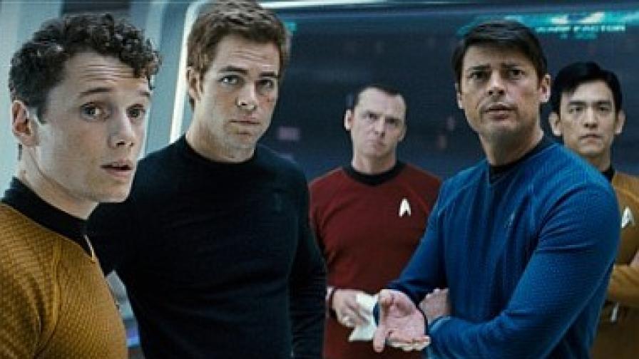 """Част от екипажа на """"Ентърпрайз"""": Чеков, Кърк, Скоти, Маккой и Сулу"""