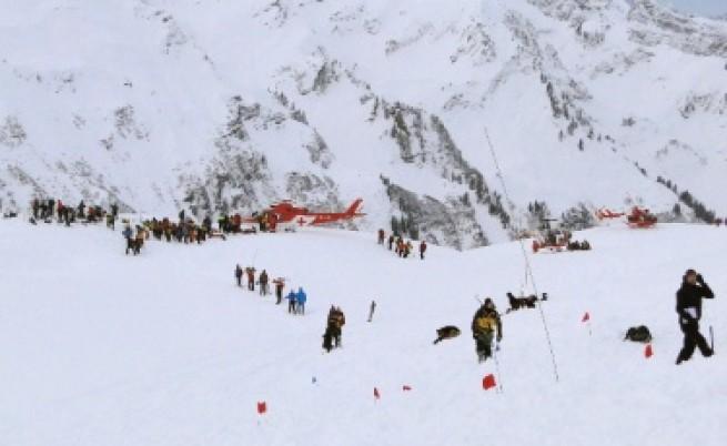 Петима загинаха от лавини в Швейцария