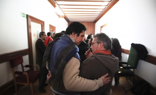 Разрешават хомосексуалните бракове в Португалия