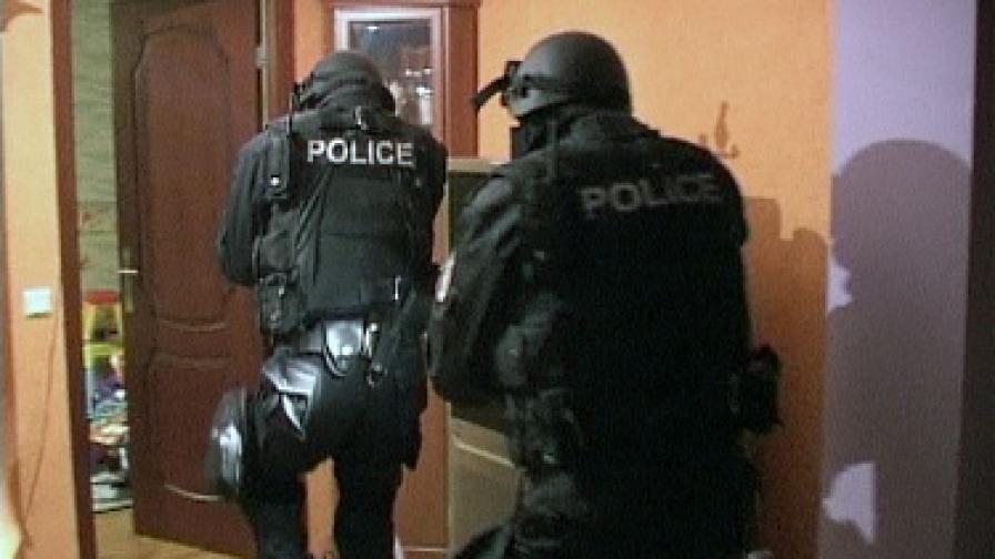 Задържани са петима души