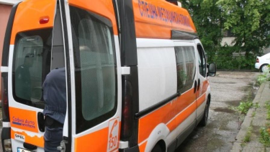 Кола се вряза в спирка в Русе, рани четирима