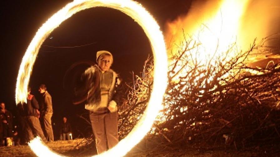 Един от основните елементи в обредността на Сирни Заговезни е ритуалното палене на огън