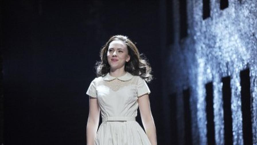 Скарлет Йохансон като тийнейджърка от 50-те години