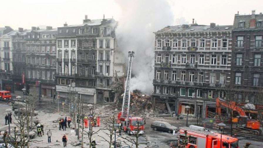 Две рухнали сгради в Белгия, търсят затрупани