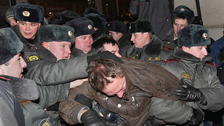 Арестуваха видни опозиционери на протест в Москва