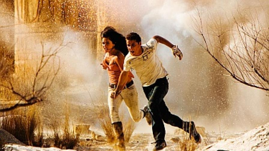 """Меган Фокс и Шая ЛаБьоф в кадър от """"Трансформърс 2: Отмъщението"""""""