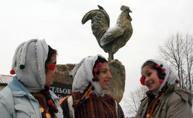 На Петльовден - Петльов паметник