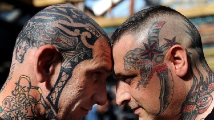Хората с татуировки на главата не са страшни, просто са различни