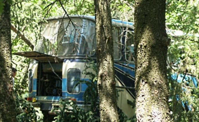Гвоздей, тел и монета използвани за ремонт на автобуса убиец