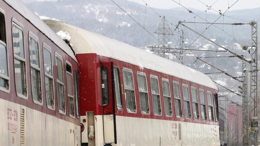 Дерайлираха четири вагона на влака от Москва