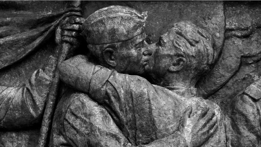 Паметник на Съветската армия, Пловдив, 1954 г. Скулптори: Васил Радославов, Любомир Далчев, Тодор Босилков