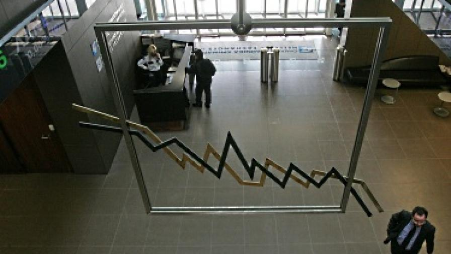 """""""Фич"""" намали кредитния рейтинг на 4 гръцки банки"""