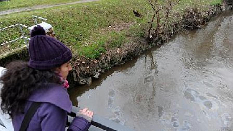 Умишлен разлив на петрол достигна река По в Италия