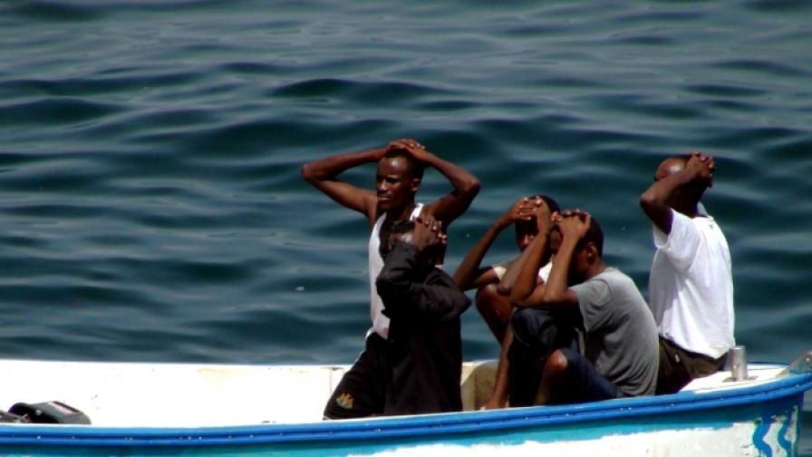 НАТО потопи пиратски кораб в Индийския океан