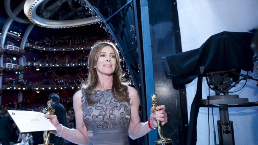 """Лауреатката напуска сцената на """"Кодак тиътър"""" с първия си """"Оскар"""""""