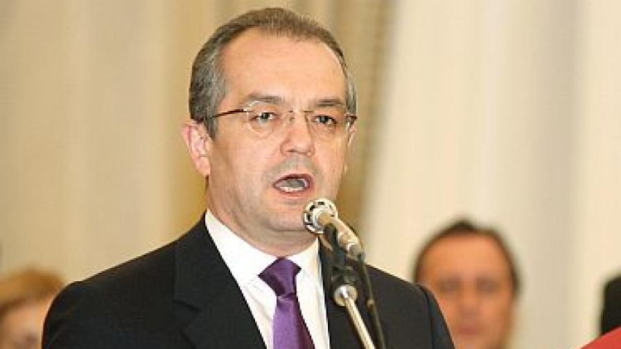Румънският премиер замерян със снежни топки