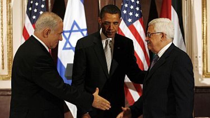 Обама над трудно ръкостискане - между израелския премиер и палестинския президент