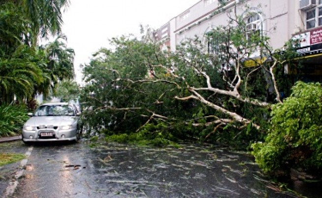 Тайфун помете Австралия