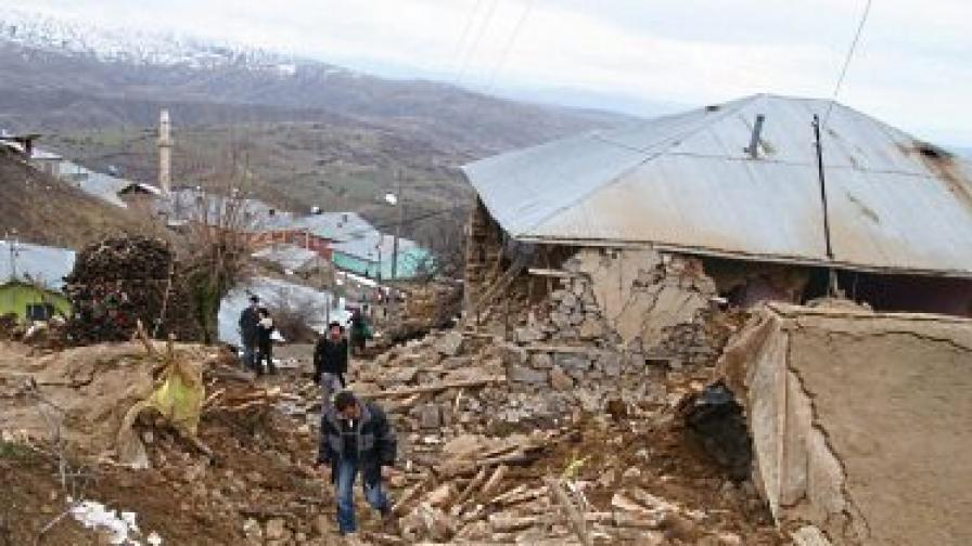 Земетресение 5,1 по Рихтер в Турция