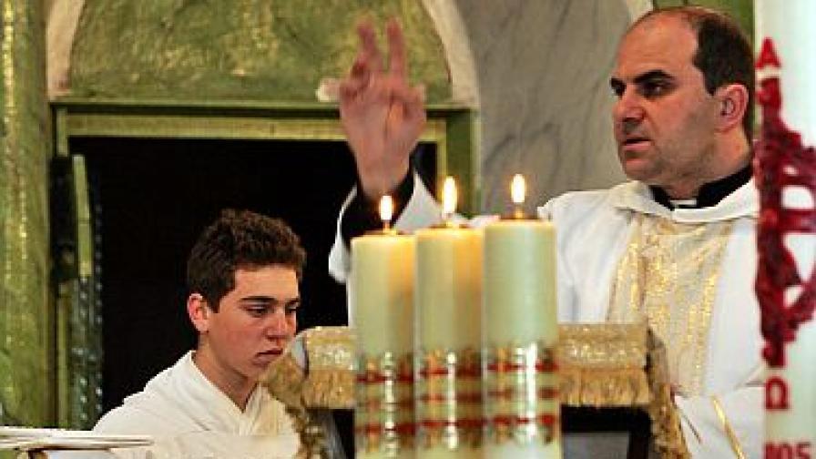 Католици в Раковски се молят за душата на папа Йоан Павел II през 2005 г.