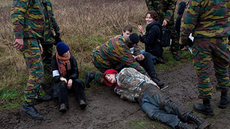 Стотици арести на протест срещу ядрени оръжия в Белгия