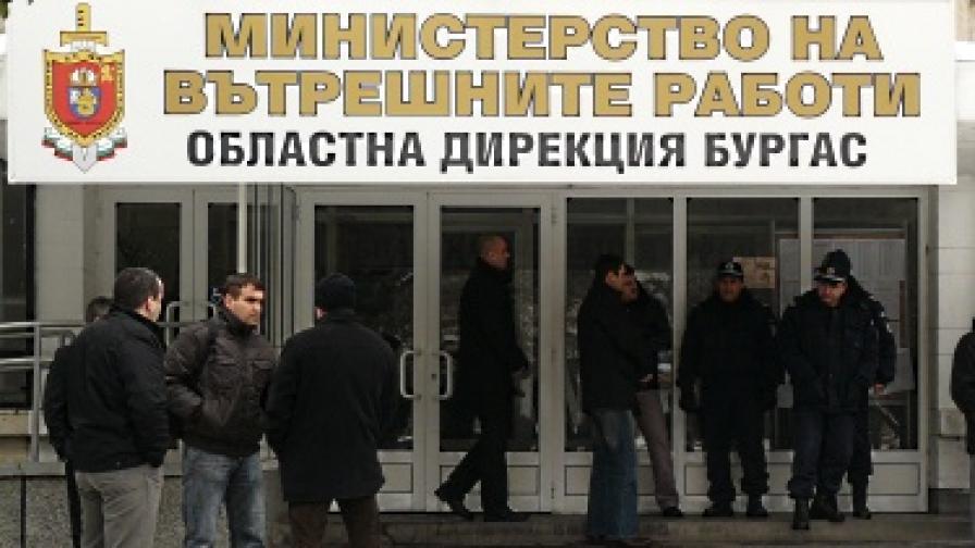 МВР: Задържахме петима полицаи