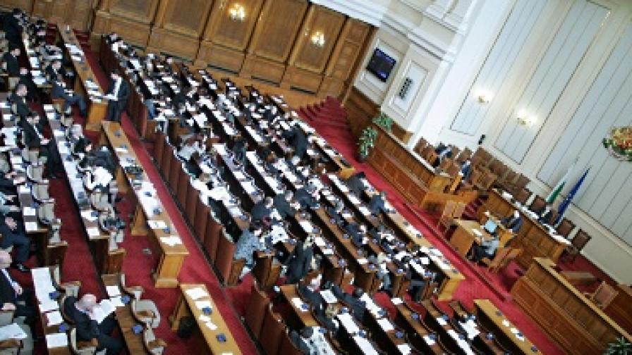 Парламентът иска проверка на замяната на външния дълг