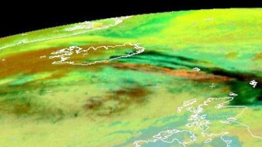 Сателитна снимка на облака над Исландия на 15 април по обед, когато започна отменянето на полети