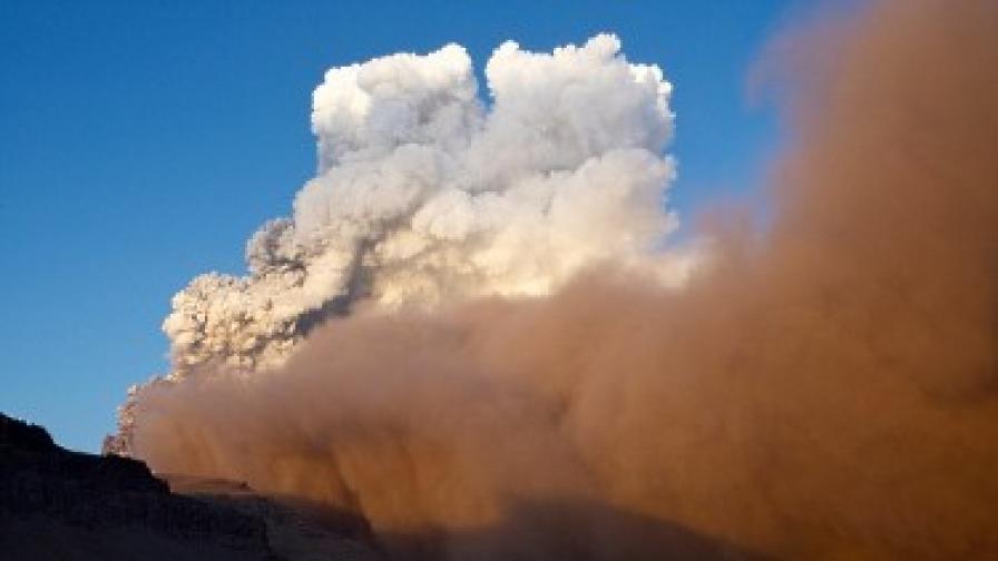 Учените спорят за екологичния ефект от вулкана в Исландия