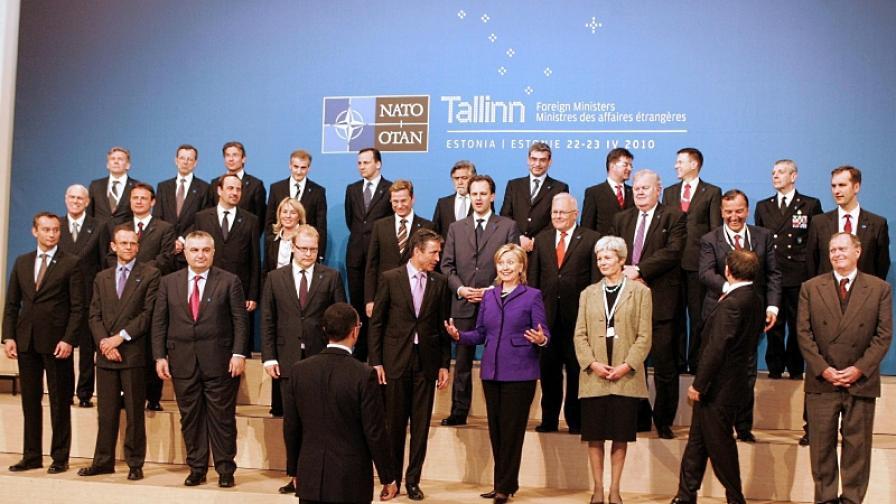 НАТО: САЩ няма да изтеглят едностранно ядрени оръжия от Европа