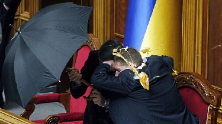 Яйца и димки по украинския парламент