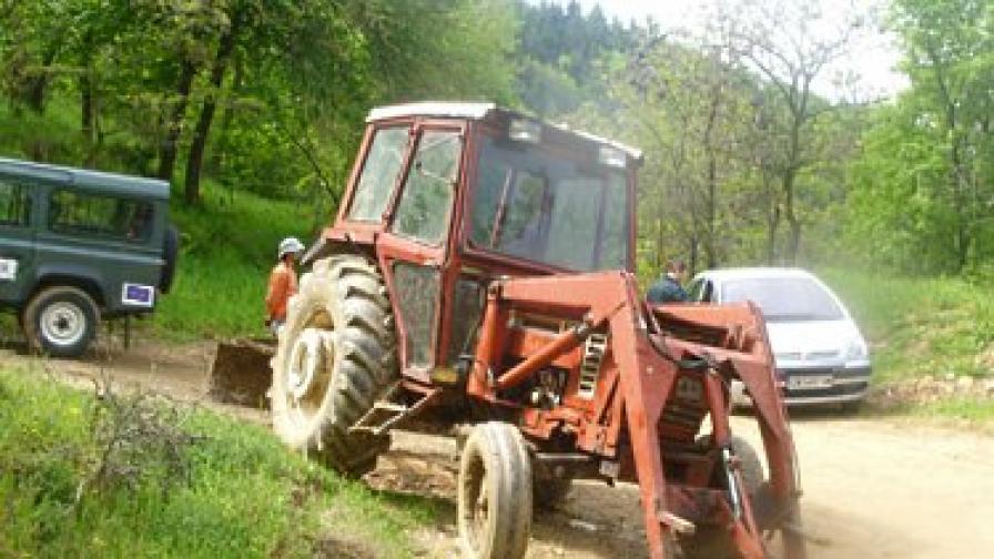 Българин и грък се гонят през границата за трактор