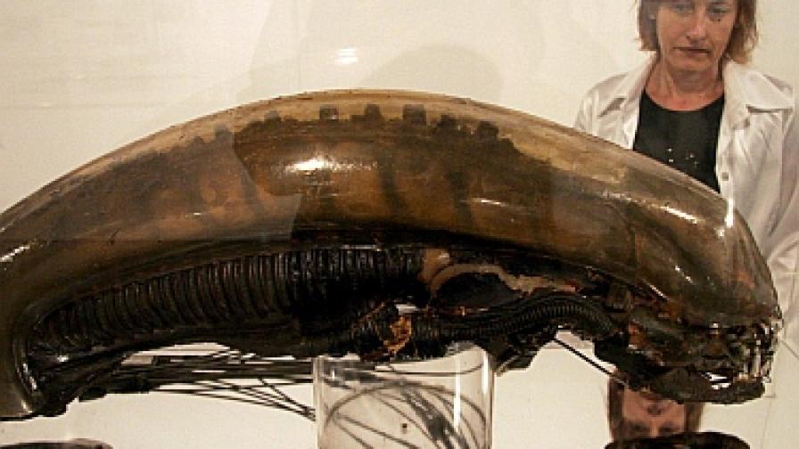 Главата на Пришълеца на изложба на Гигер във Валенсия