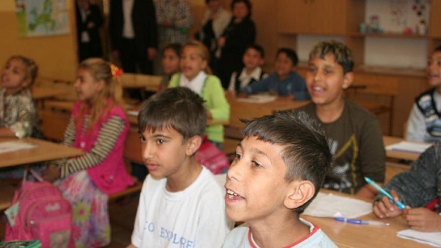 Две училища в Сливен работят по програма за десегрегация
