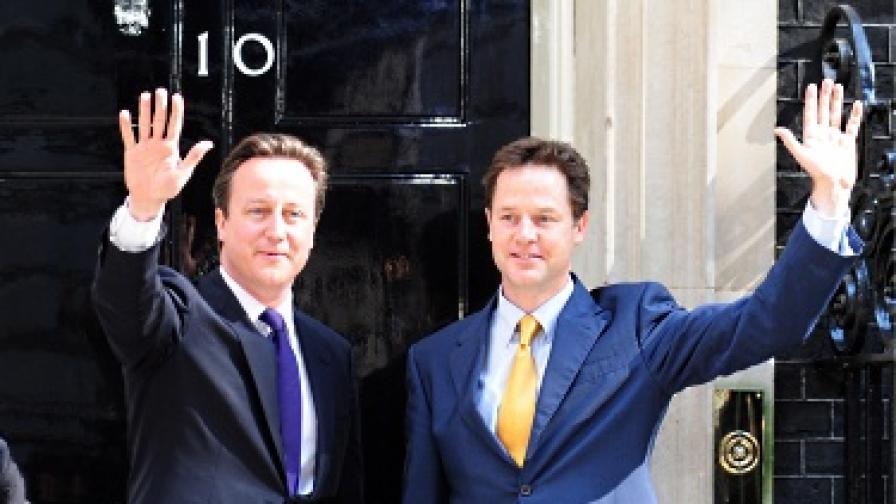 Новото британско правителство си оряза заплатите