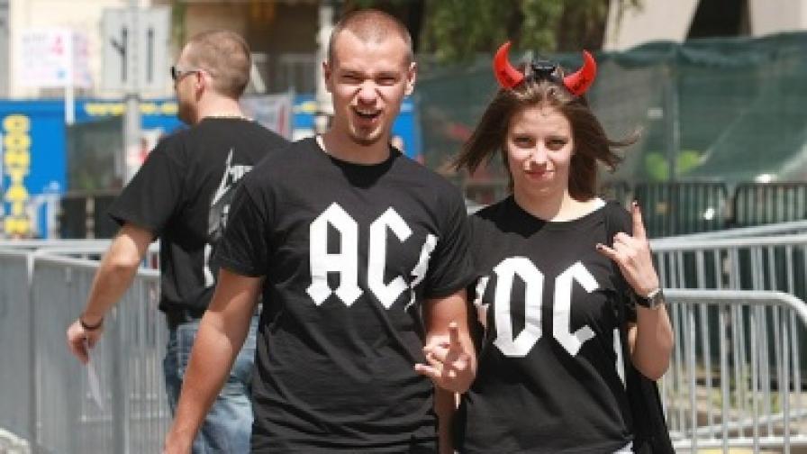 """""""Ей Си/Ди Си"""" затвориха района на Националния стадион"""