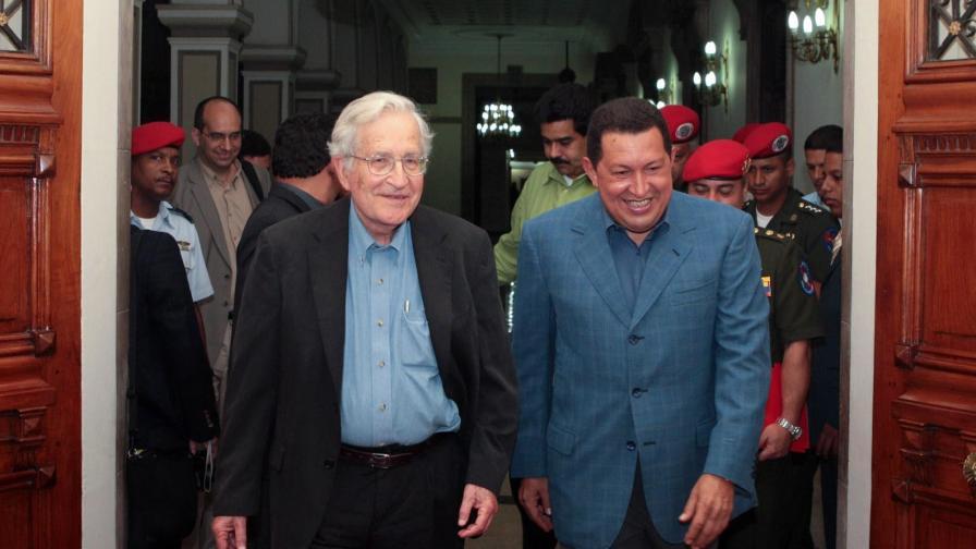 """Ноам Чомски има """"неудобни"""" приятели, например Уго Чавес"""