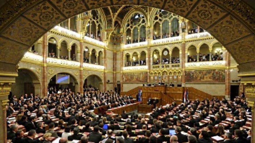 Унгария намалява депутатите си наполовина