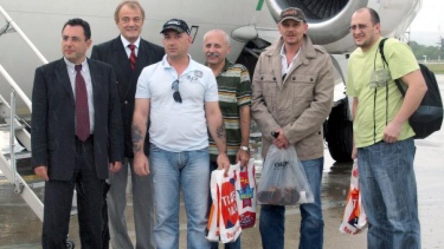 Моряците заедно с кмета на Варна Кирил Йорданов и транспортния министър Александър Цветков