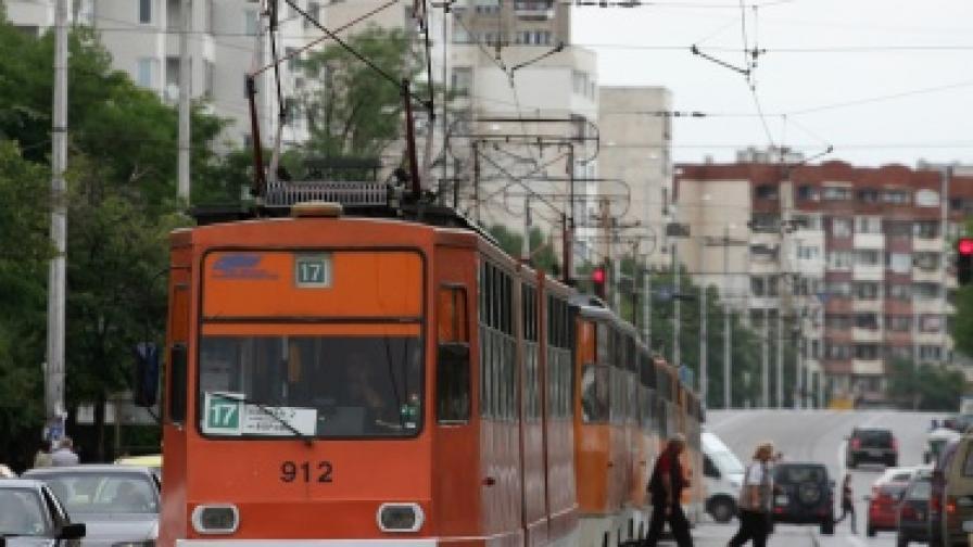 Пускат трамваите пред Централна гара