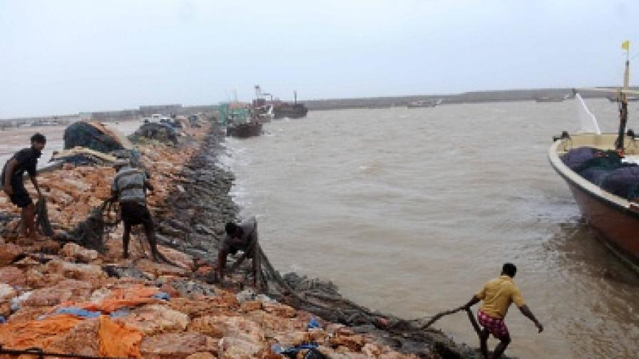 16 загинали в Оман заради циклона Фет