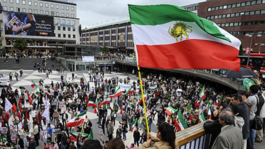 Година след изборите в Иран: Без протести, но с арести