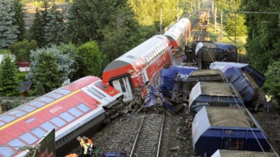 16 ранени при сблъсък на два влака в Германия