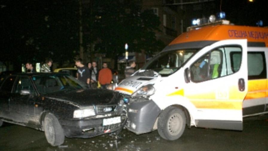 """На 3 юни в центъра на София """"Ауди"""" блъсна линейка, транспортираща пациент за хемодиализа"""