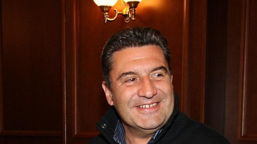 Васил Иванов-Лучано е бивш депутат от НДСВ и министър в правителството на Сакскобургготски
