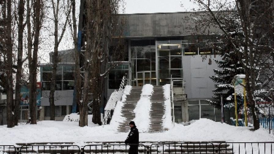 """МВР си връща басейна """"Спартак"""""""