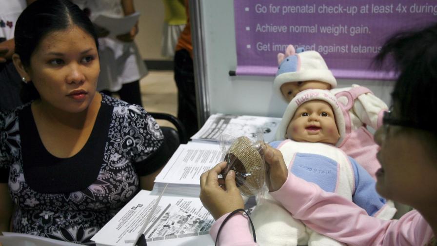 Румънците масово наемат филипинки за децата си