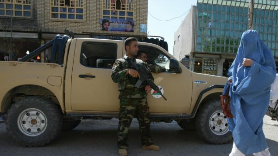 Невръстни бойци се бият с НАТО в Афганистан
