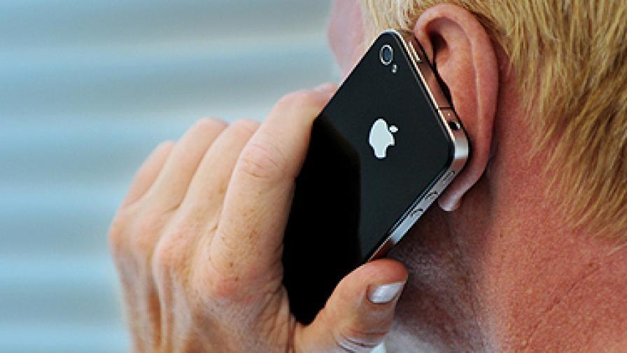 """""""Епъл"""" ще раздава панели за проблемния iPhone4"""