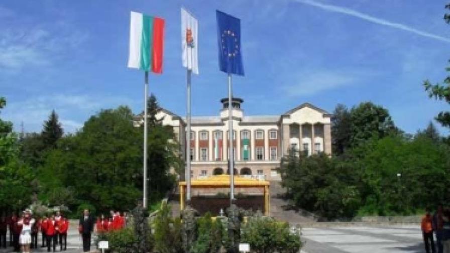 Как в Брацигово се борят с кризата